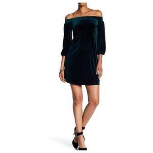 Vince Camuto green velvet off shoulder dress sz L